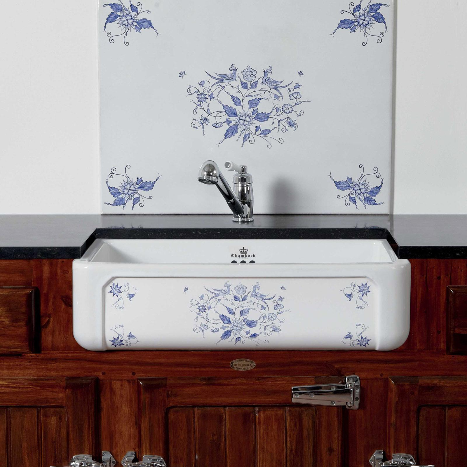 High-quality sink Henri II Moustiers - single bowl, decorated ceramic - ambience 1